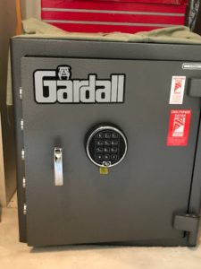 safe with electronic dial